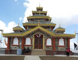 surkanda-devi-temple-trek
